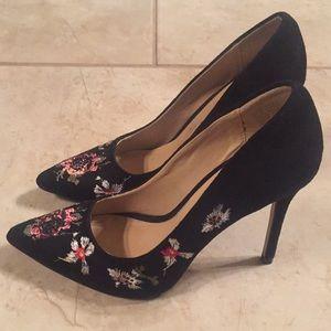 Bebe - embroidered heels